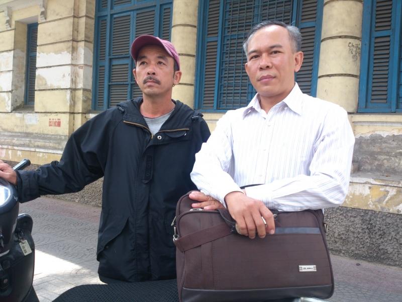 Ông Trương Bá Nhàn (trái) nạn nhân vụ án oan sai từ dấu vân tay oan nghiệt