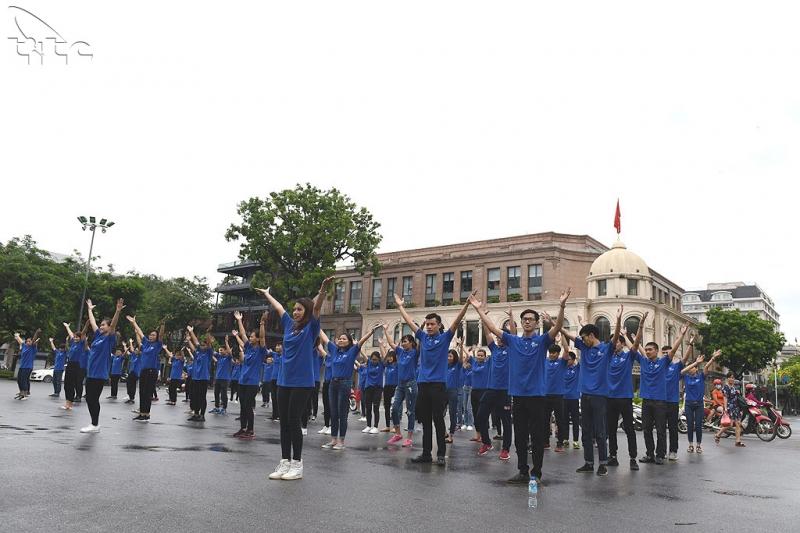 Sinh viên của trường kỉ niệm 57 năm thành lập