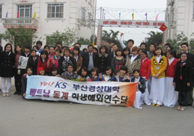 Sinh viên trường giao lưu với sinh viên trường đại học Busan - Hàn Quốc