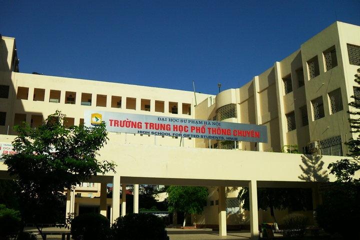 Trường THPT chuyên Đại học Sư phạm tại 136 Xuân Thủy, Dịch Vọng Hậu, Cầu Giấy, Hà Nội