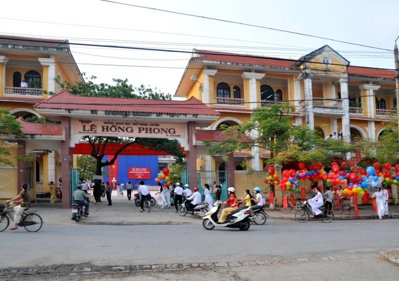Trường THPT chuyên Lê Hồng Phong tại 76 Vỵ Xuyên, Nam Định