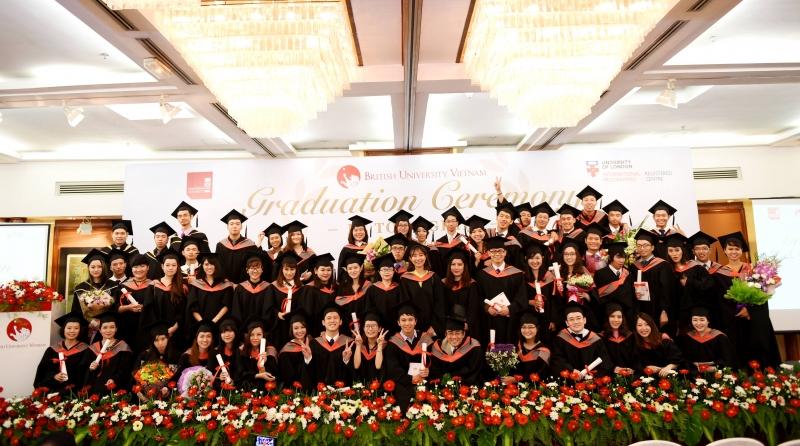 Sinh viên đại học Anh Quốc làm lễ tốt nghiệp