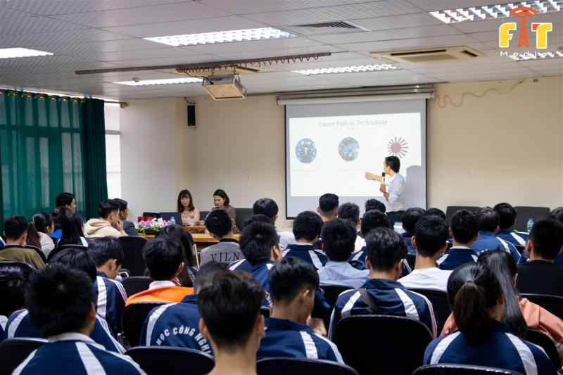 Sinh viên khoa CNTT trường ĐH Công Nghiệp HN.