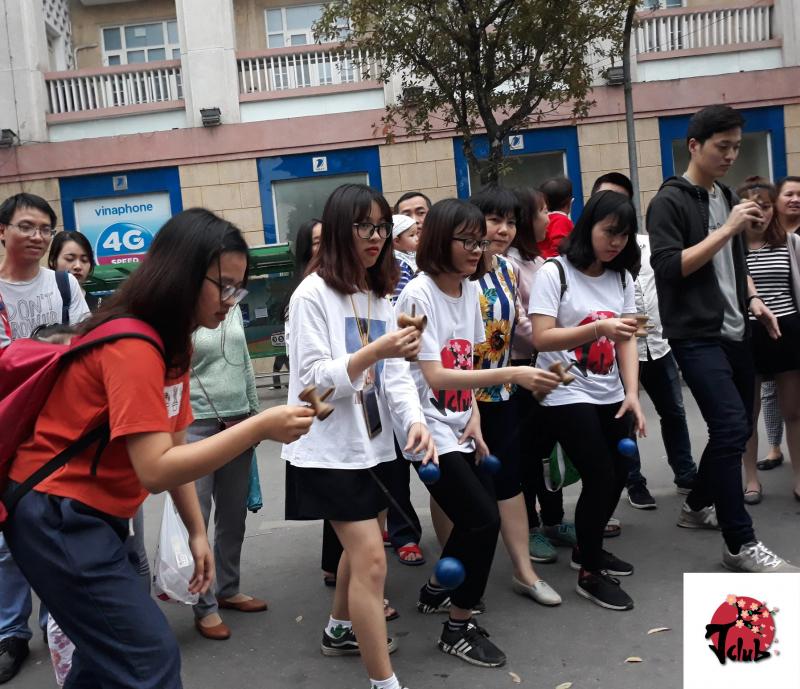 Sinh viên CLB tiếng Nhật khoa Tiếng Nhật giao lưu với CLB Kendama