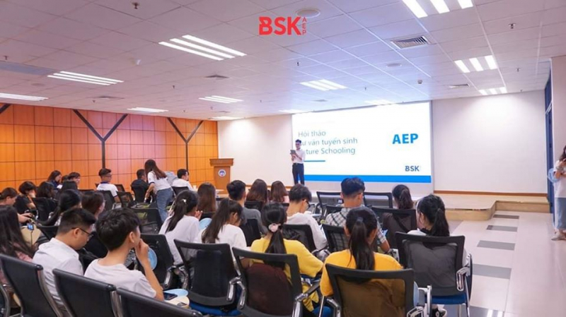 Hội thảo tư vấn tuyển sinh của ĐH Kinh tế Quốc dân cho học sinh
