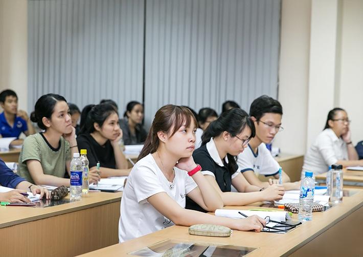 Một buổi học về chứng khoán tại trường ĐH Kinh tế Tp. HCM