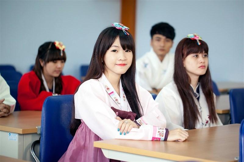 Sinh viên ngành Hàn Quốc học trường đại học Lạc Hồng