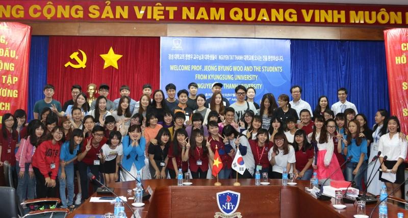 Sinh viên khoa Hàn Quốc học