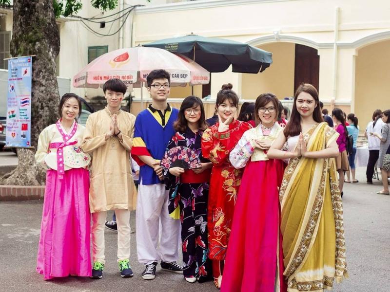 Sinh viên tham gia Festival do trường tổ chức