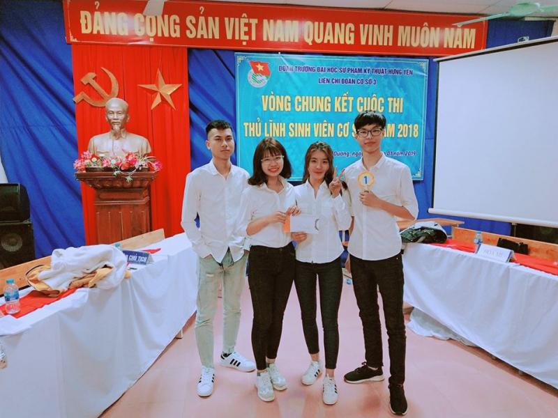 Sinh viên tham gia hoạt động ngoại khóa