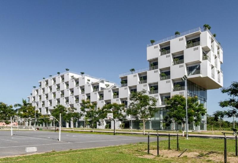 Một góc sân trường Đại học FPT.