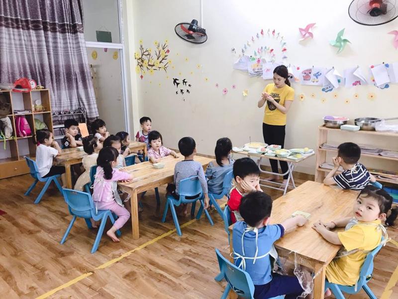 Các phòng học của Bé Ong được bố trí rộng rãi và thoáng đãng với đầy đủ ánh sáng tự nhiên, có đồ chơi phong phú và an toàn