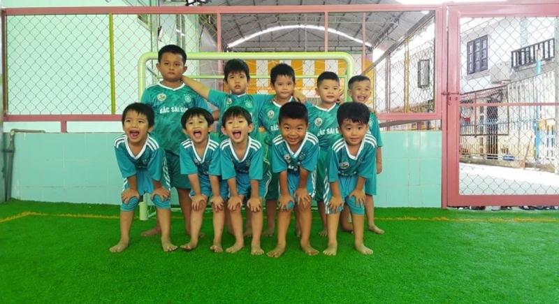 Đội bóng nhí ở Trường Mầm non Bé Xuka - Thạnh Xuân