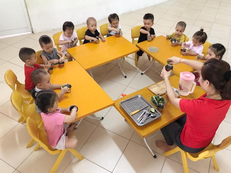 Các phòng học đạt tiêu chuẩn nước ngoài, mỗi lớp học chỉ được bố trí tối đa 20 học sinh. Các học cụ được bố trí đầy đủ và khoa học