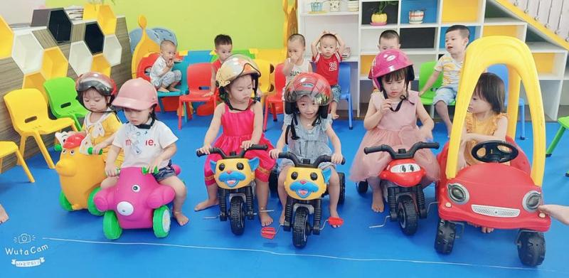 Tiết học An toàn giao thông của các bé tại MN Chong Chóng Nhỏ