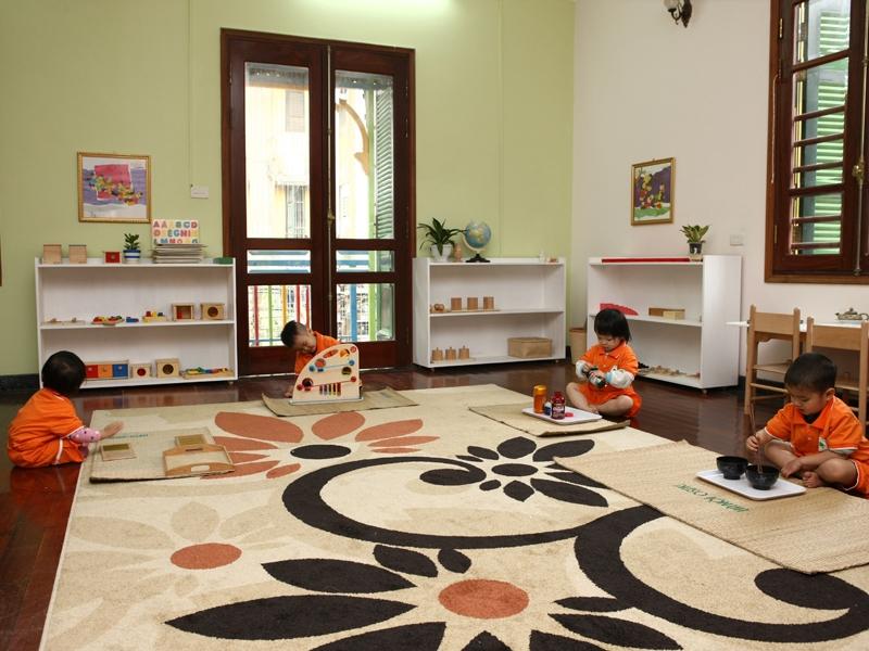 Các con đang học ở Trường mầm non Hanoi Osaki Montessori