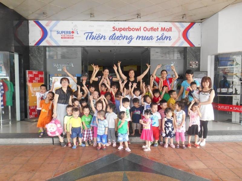 Nhà trường thường xuyên tổ chức các hoạt động dã ngoại