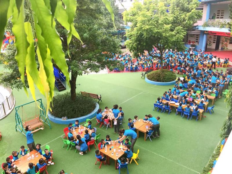 hông gian ngoài trời, không gian mở bên trong được thiết kế theo tiêu chuẩn trường mầm non quốc tế, tạo môi trường cho trẻ được học tập mọi lúc, mọi nơi