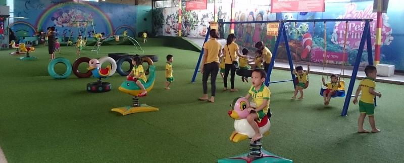 Trẻ được vui chơi trong một không gian rộng rãi