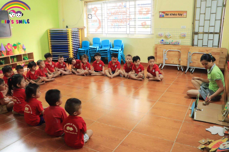 Chương trình học đa dạng, tập trung vào phát triển kĩ năng sống hiện đại, nhân cách sống tích cực, và tư duy ngôn ngữ