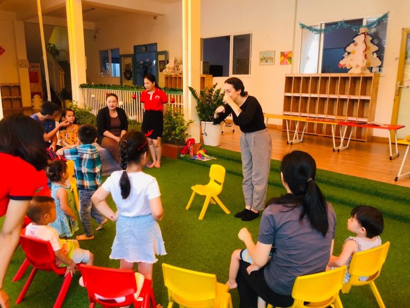 Một giờ học tiếng anh của trường Trường Mầm non Kindy Garden Montessori