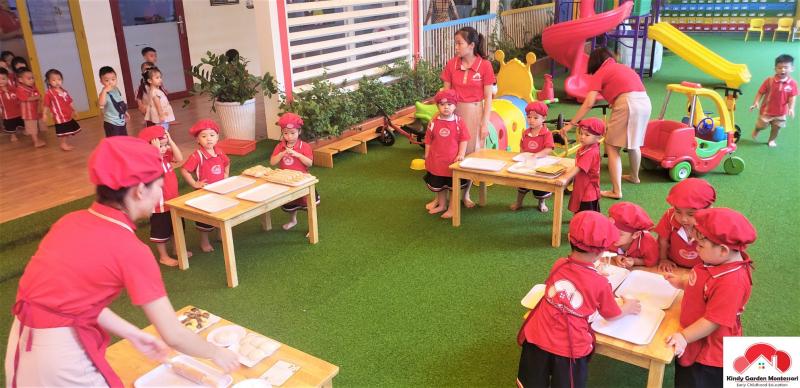 Các bé được vui chơi Trường Mầm non Kindy Garden Montessori