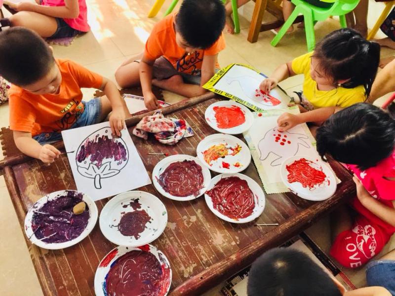 Các môn năng khiếu sẽ được tích hợp trong chương trình học. Các con được tiếp xúc với: Âm nhạc, Mỹ thuật, Yoga, Nấu ăn, Tiếng Anh với giáo viên bản ngữ ...