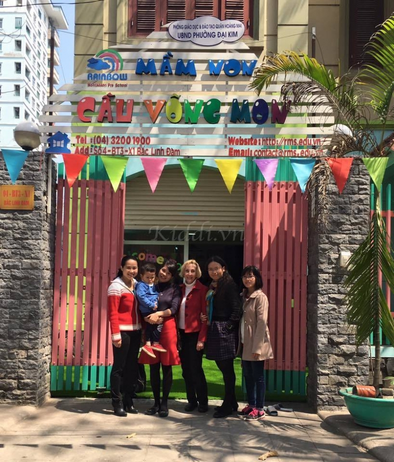 Cổng trường mầm non Rainbow Montessori - Bắc Linh Đàm