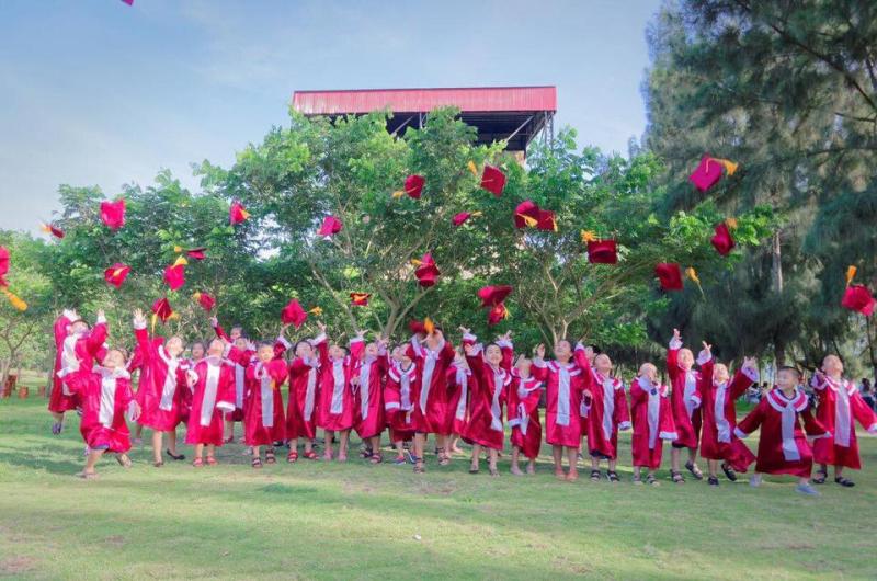 Các bé tốt nghiệp tại Mầm non Sơn Ca.