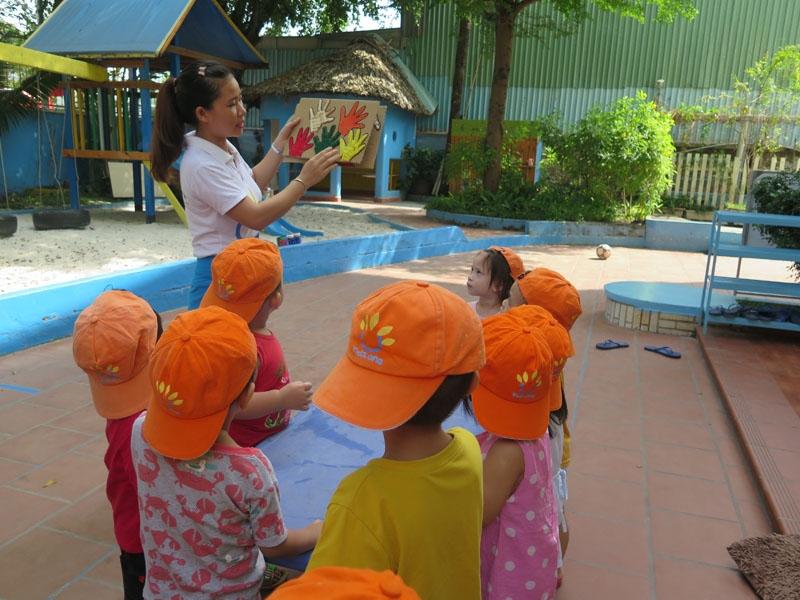 Trẻ được học tập, vui chơi cùng cô và các bạn