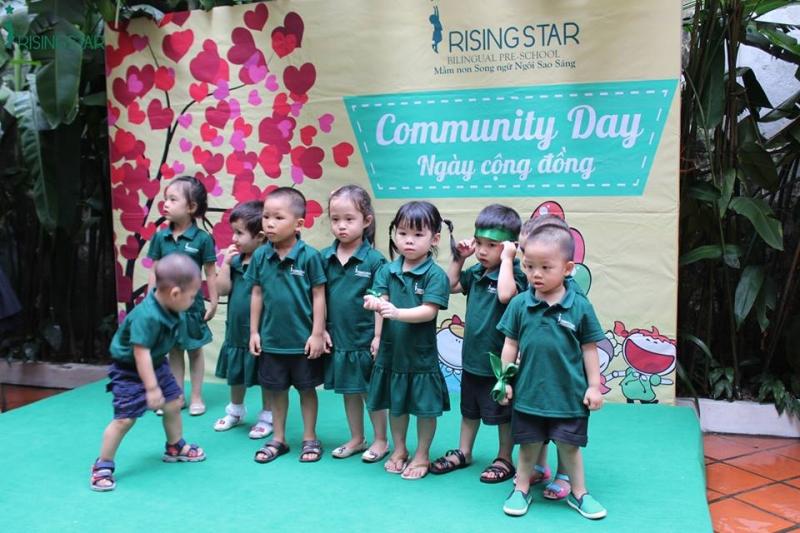 Văn nghệ ở Trường Mầm non Song ngữ Rising Star