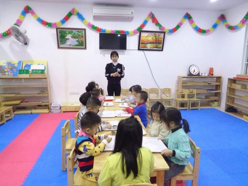 Trường có cơ sở vật chất hiện đại, không gian rộng rãi, thoáng mát, nhiều ánh sáng giúp trẻ học tập và vui chơi tốt nhất
