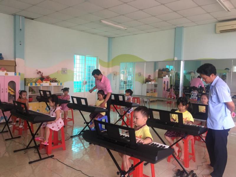 Cơ sở vật chất của trường đảm bảo hiện đại, đầy đủ cho các bé học tập và vui chơi
