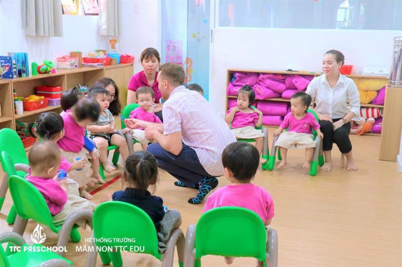 Các trẻ được phát triển toàn diện, đặc biệt là kỹ năng ngoại ngữ