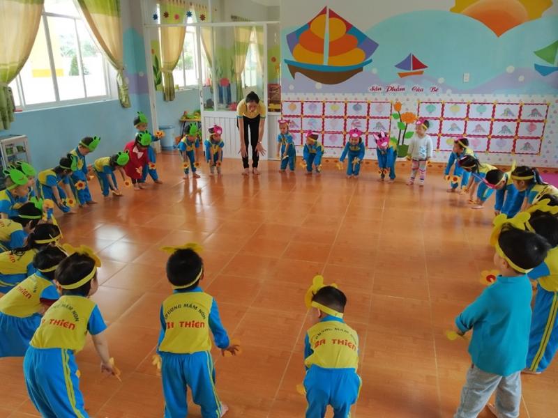 Đội ngũ giáo viên của trường được đào tạo chuyên môn cao, năng động, yêu nghề, yêu trẻ, thường xuyên được cập nhật kiến thức và kỹ năng mới