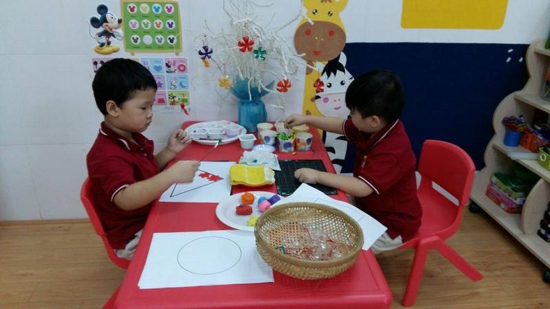 Cho trẻ thỏa sức sáng tạo.