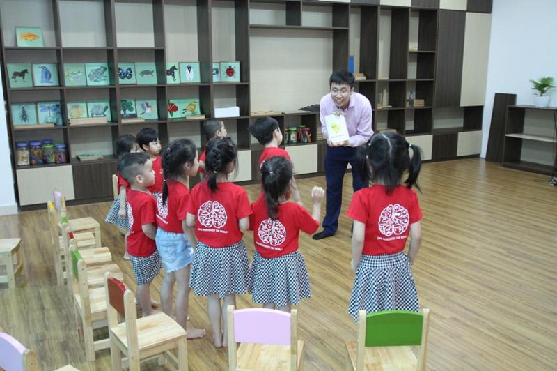 Nơi mà Trẻ em giao tiếp bằng hàng trăm ngôn ngữ khác nhau, thể hiện ngôn ngữ của riêng mình
