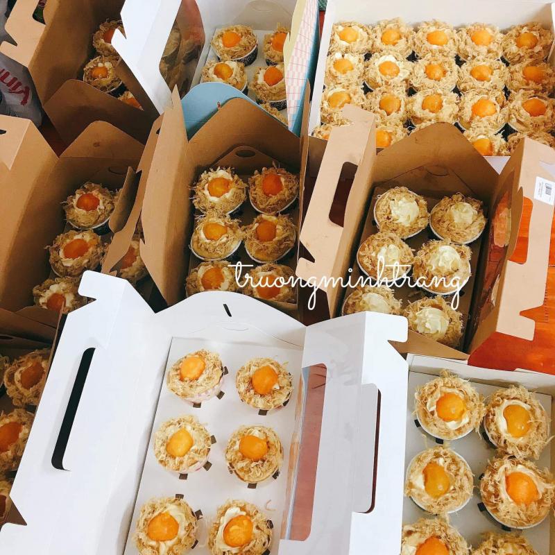 Hộp bánh được trình bày đẹp mắt