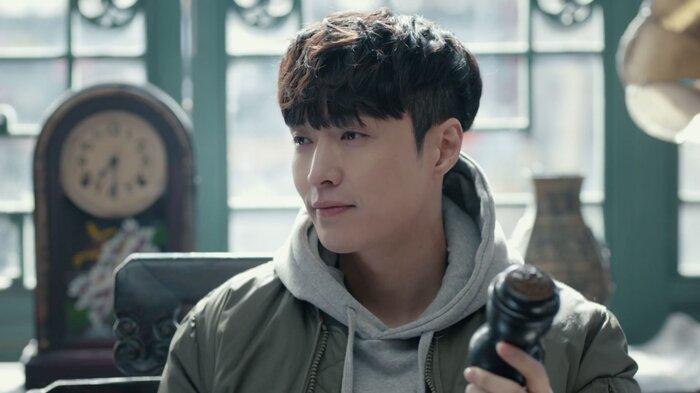 Trương Nghệ Hưng cũng đạt được một số thành tích nhất định bên mảng phim ảnh.