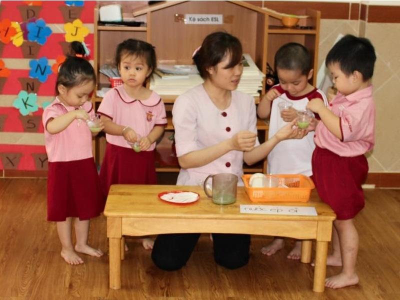 Cô và trò Trường Saigon Academy Nguyễn Thái Bình
