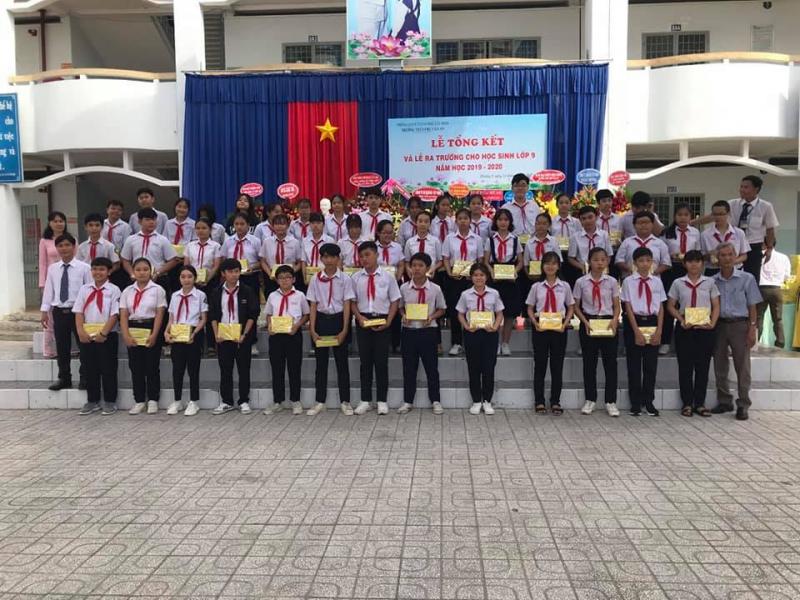 Trường THCS Chu Văn An nơi đã đưa bao thế hệ trẻ vươn tới ước mơ khi chạm ngõ vào những ngôi trường THPT danh tiếng trong thành phố và bay xa hơn đến với giảng đường của các trường Đại học