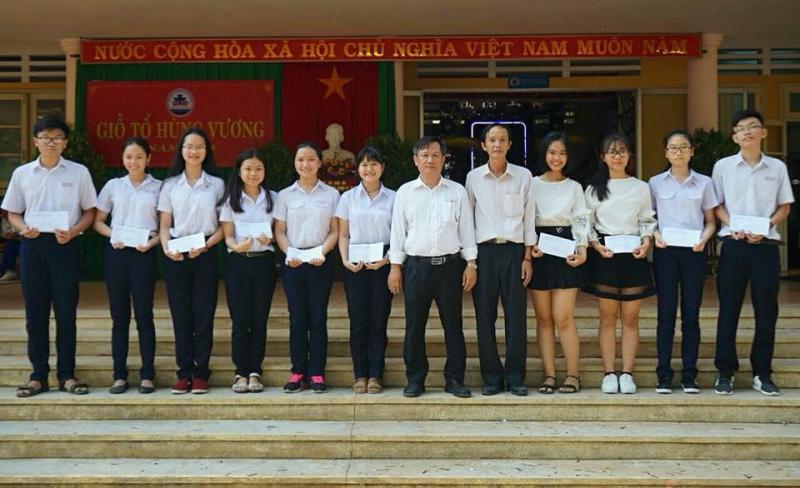 Trường THCS Hùng Vương