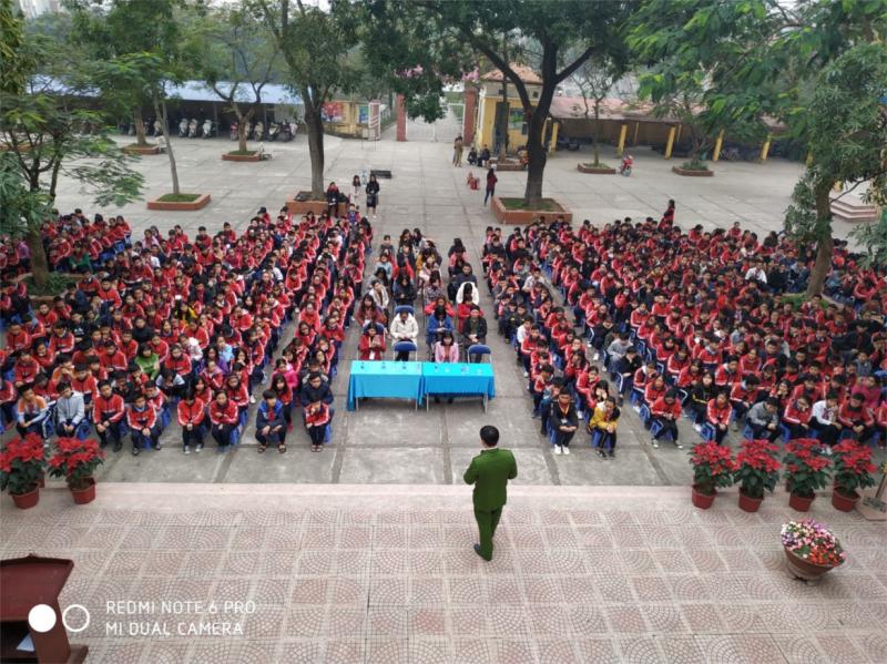 """Ngày 16/9/2019, trường THCS Liên Ninh kết hợp với Ban Đại diện Cha mẹ học sinh đã tổ chức chuyên đề Kỹ năng sống với Chủ đề """"Vươn tới ước mơ"""" cho toàn thể học sinh trong nhà trường"""