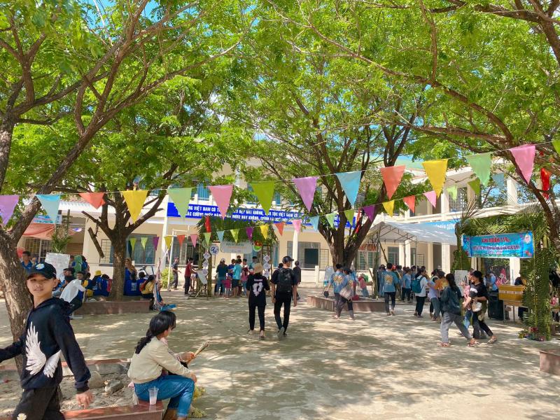 Trường THCS Quảng Phú