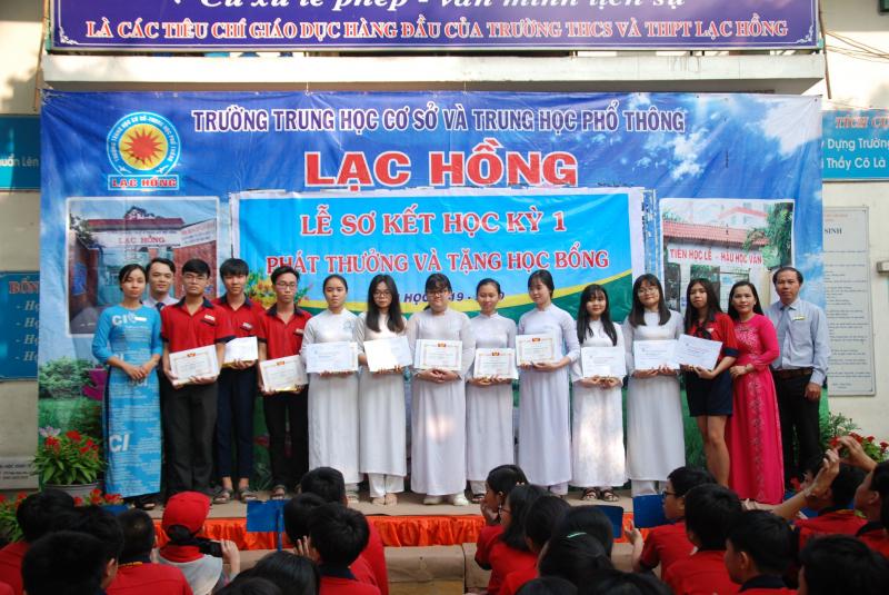 Trường THCS và THPT Lạc Hồng