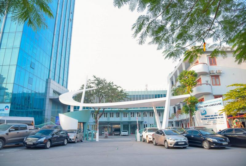 Trường THPT Anhxtanh