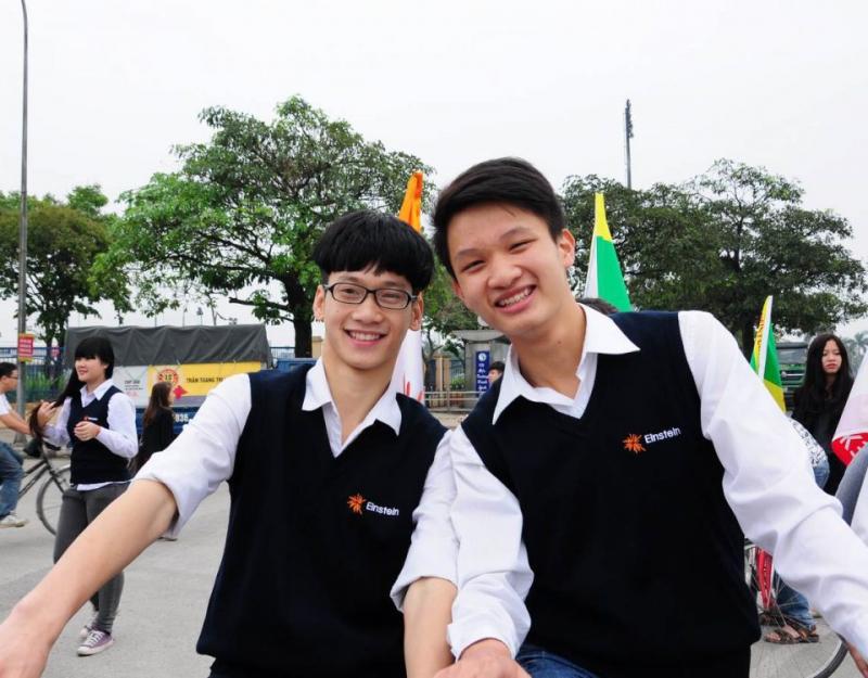 Đồng phục học sinh Trường THPT Anhxtanh