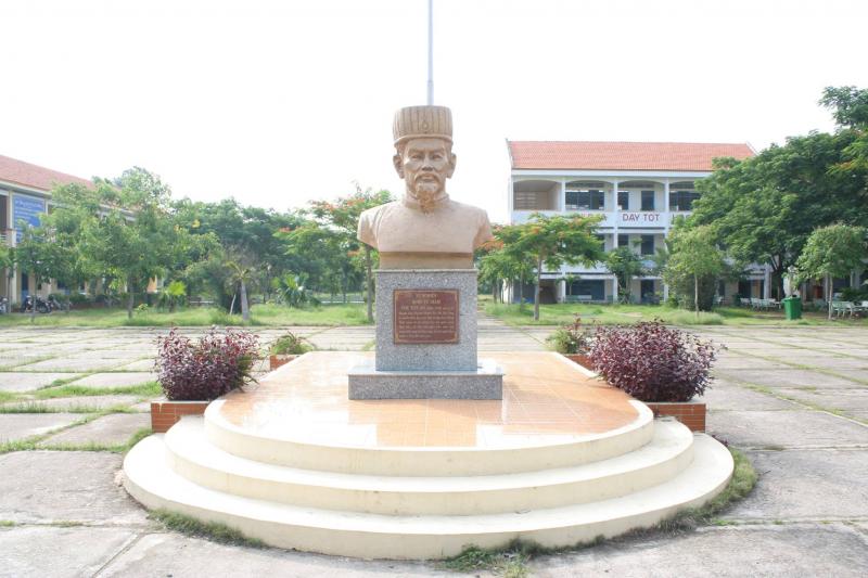 Tượng nhà giáo Chu Văn An