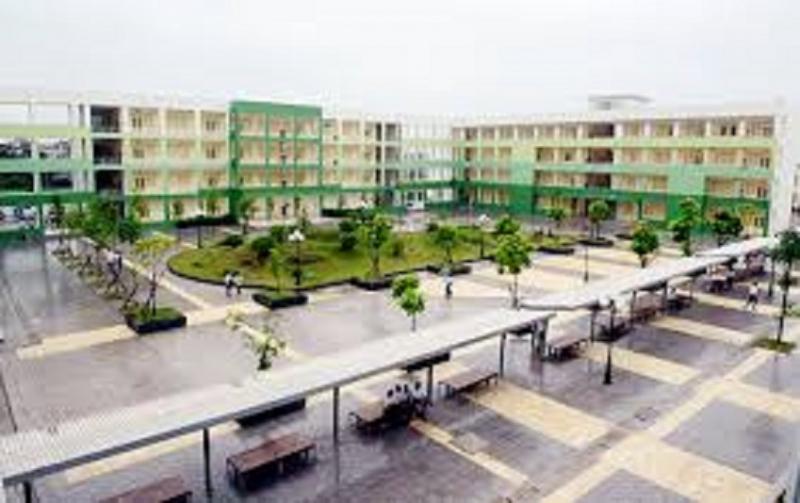 Trường THPT chuyên Nguyễn Huệ