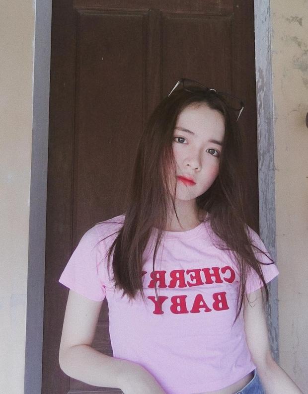 Đặng Ngọc Phi Linh là nữ sinh chuyên Anh trường THPT chuyên Đại học Vinh, Nghệ An.